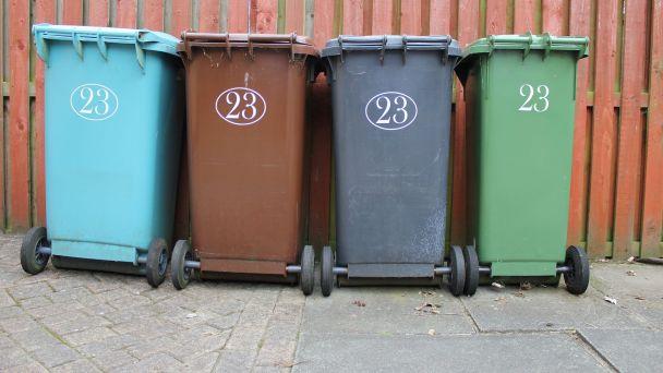 Odpad nepatrí KU kontajnerom!